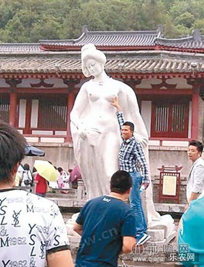 王珞丹怒斥游客袭胸杨贵妃雕像:花了游客的钱想干嫖客的事